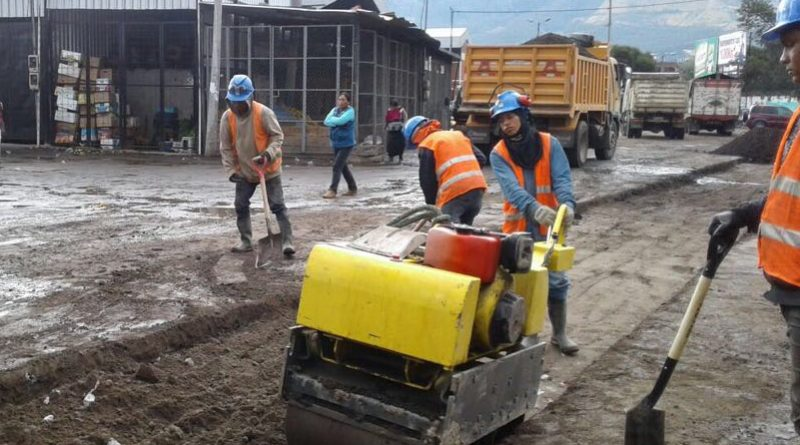 En marcha el proyecto de agua potable y alcantarillado al for Agua potable quito