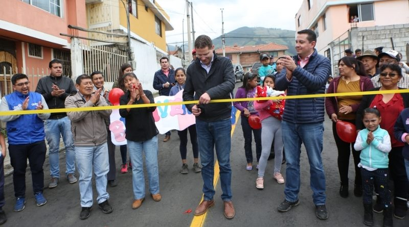 Alcalde Mauricio Rodas entregó asfaltado en Turubamba de Monjas