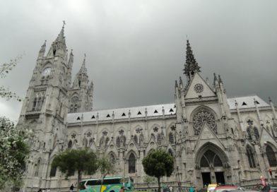 Basílica del Voto Nacional recibe mantenimiento