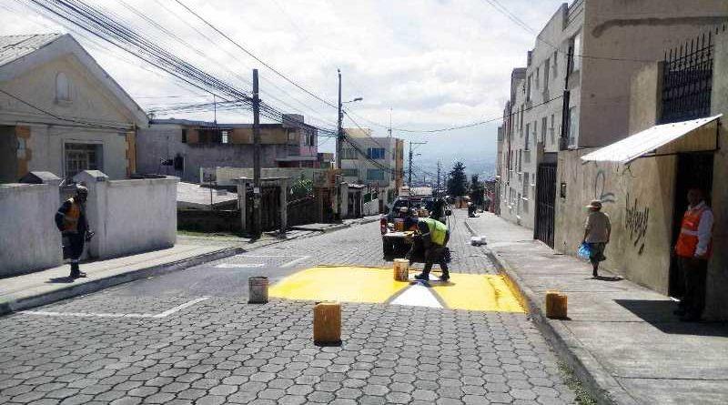 Señalización mejora la seguridad en varias vías de Quito