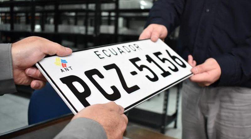 La placa de identificación es imprescindible en un vehículo