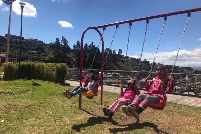 Juegos Para Ninos En El Parque Lineal Quito Informa