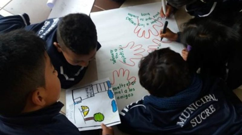 """""""Alto a la violencia"""" campaña de la Unidad Educativa Sucre"""