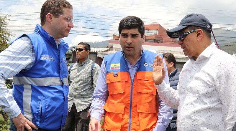 Más de 1000 funcionarios del Gobierno y Municipio atienden la emergencia en El Pinar