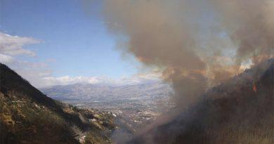 Incendio en el Cerro Auqui afecta calidad del aire