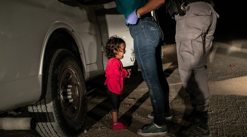 Títle Crying Girl on the Border John Moore, Getty Images