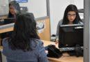 Funcionarios del Registro de la Propiedad de Quito, brindan orientación a usuarios en la compra de sus bienes inmuebles