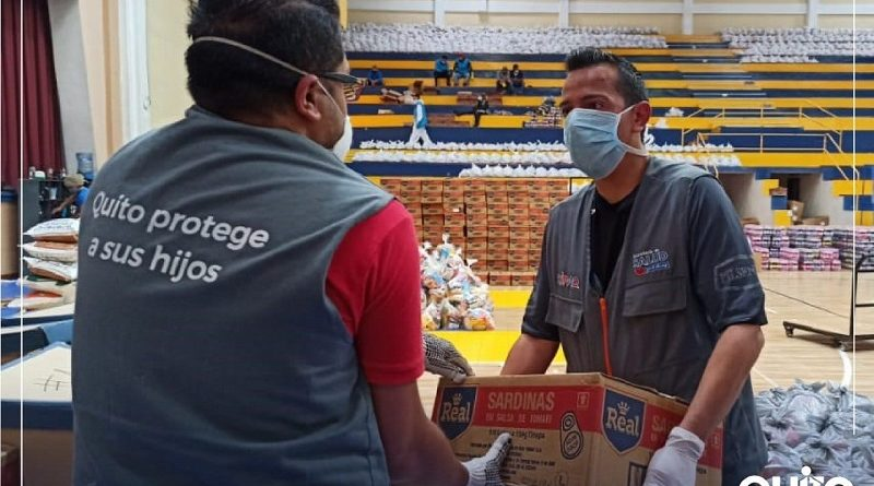 Personal del SIPAQ colabora en el centro acopio de la UPS