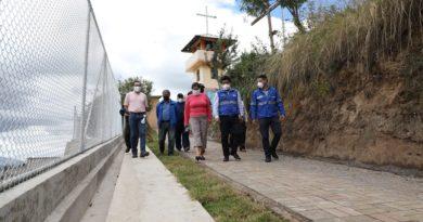 Alcalde entregó muros de contención en el sur de Quito