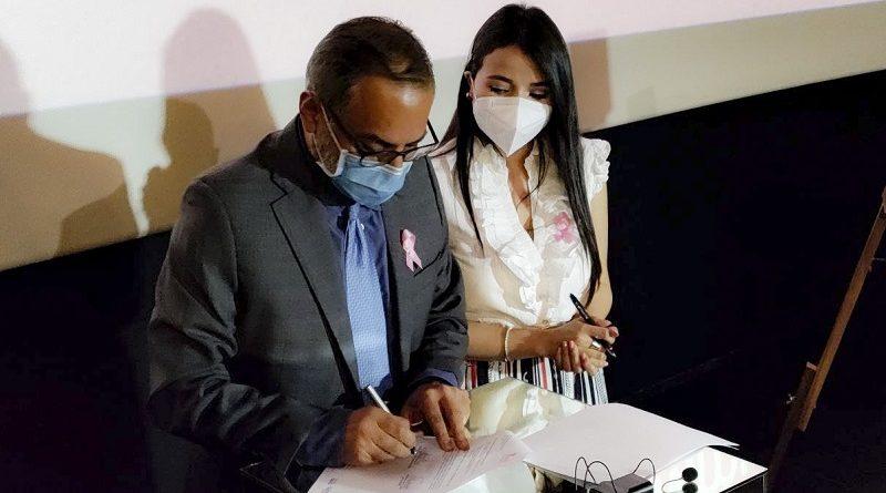 Firma de convenio lucha contra el cáncer de mama